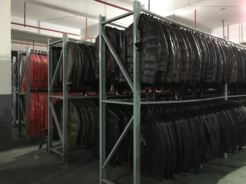 挂服装货架图片